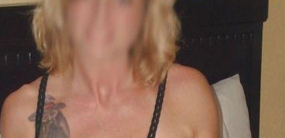Mooie blonde vrouw, 41 jaar in doorkijklingerie, wil echte sex
