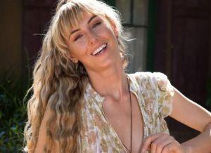Jennifer Love, natuurlijk schoonheid in sexy witte doorkijklingerie