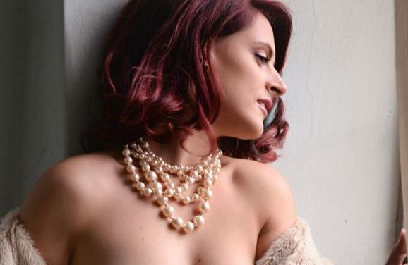 Just Sofia, erotisch naakt en geile neuk me laarzen