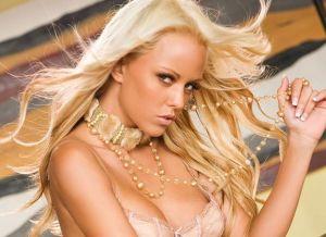 Lindsay Marie, knappe blondine in sexy lingerie