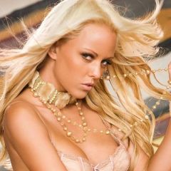 Lindsay Marie, blond, sexy en keiharde tieten