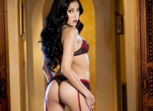 Kimberly Gates, prachtig lingeriesetje en rode hoge hakken