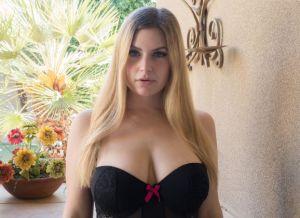 Danielle FTV, blond, grote tieten en seksspeeltjes
