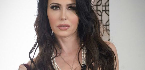 Jessica Jaymes, korset en hoge hakken, heeft seks met een gespierde man