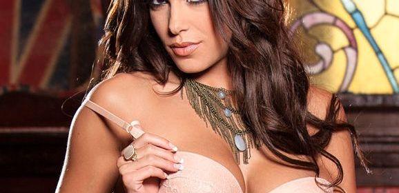 Meghan Nicole, knappe Playboy babe, trekt haar sexy ondergoed uit