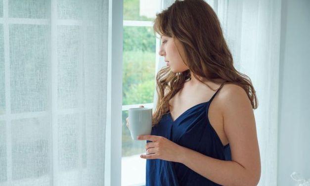 Naakte Vrouwen, van eerst koffie tot lingerie in de nacht