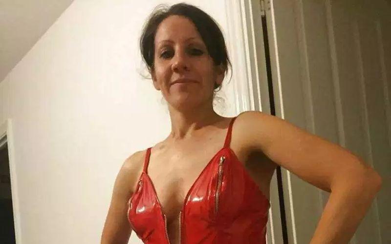 Amateur vrouwen in rode lingerie, van geile milf tot hete echtgenote