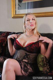 Joslyn Jane in sexy lingerie