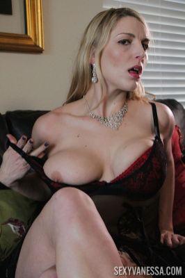 mooie-moeder-met-grote-borsten-Joslyn-Jane-06