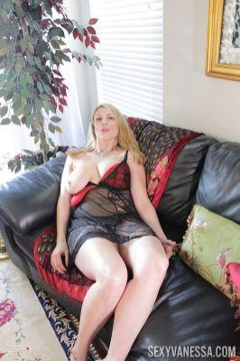mooie-moeder-met-grote-borsten-Joslyn-Jane-08