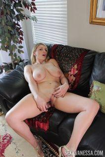 Knappe moeder van mijn beste vriend aan het masturberen