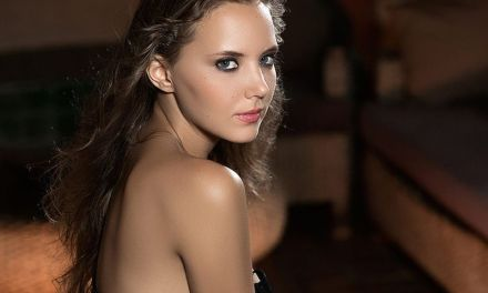Katya Clover gaat naakt, ze is even mooi als altijd