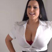 Lekkere volle vrouw, grote tieten, heeft sexy lingerie aan en wordt geneukt