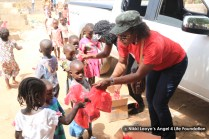 Nikki-and-singer,-Faith-Yebo-distributing-food-and-toys-to-the-children-(2)