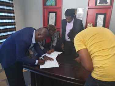 Judiikay signing pics (14)