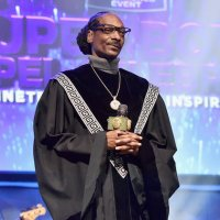 Snoop Dogg Wins Gospel Category At 2019 BET Awards - Beats Kirk Franklin, Erica Campbel & More