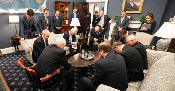 Mike Pence pray