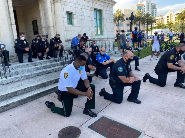Police Joins Protesters To Pray Amid George Floyd Unrest In Maimi