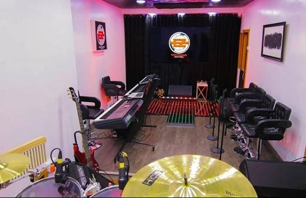 eezee conceptz live studio
