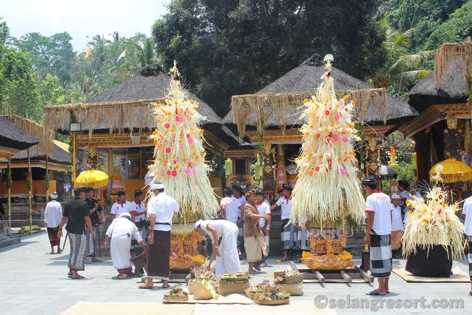 Tirta Empul Ubud Bali ceremonie