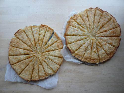 Rezept Feiner Butter-Mürbteigboden mit karamellisiertem Kokos-Marzipan-Belag