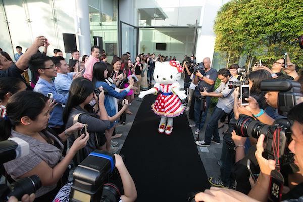Hello Kitty and the paparazzi