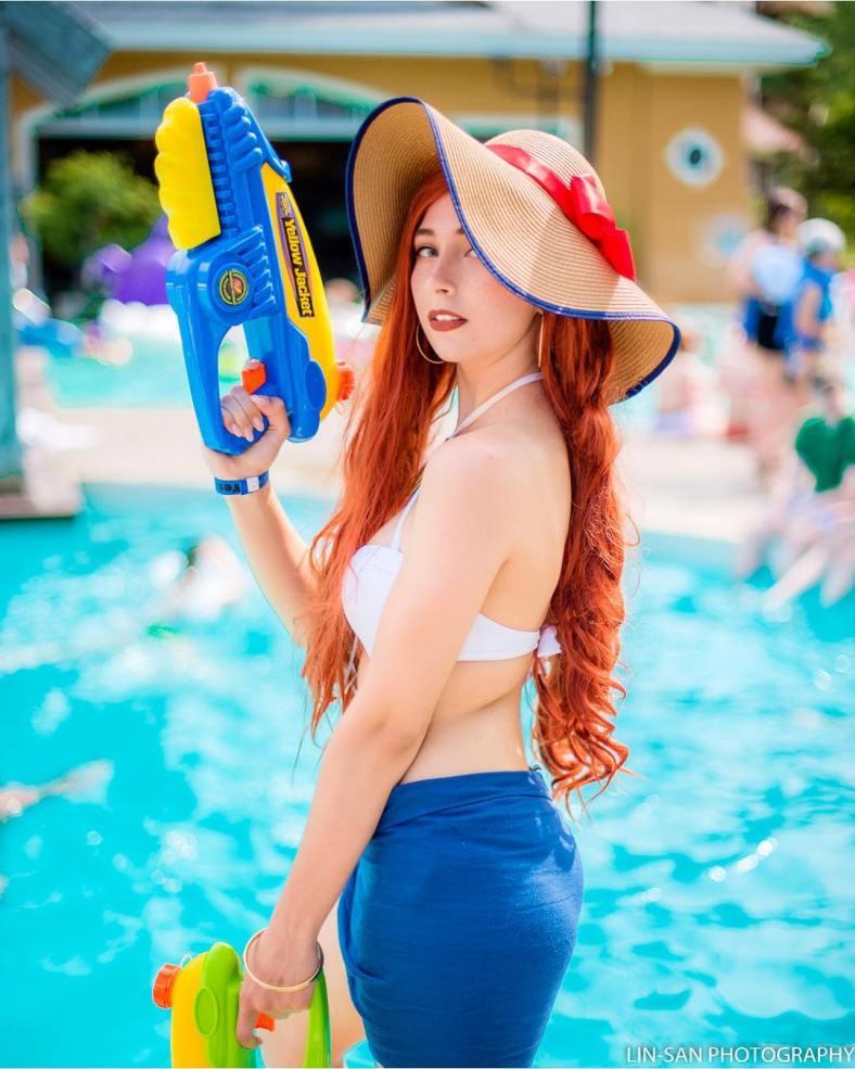 Miss Fortune Curtindo o Verão - Cosplay de League of Legends Feminino - Foto da personagem de LoL
