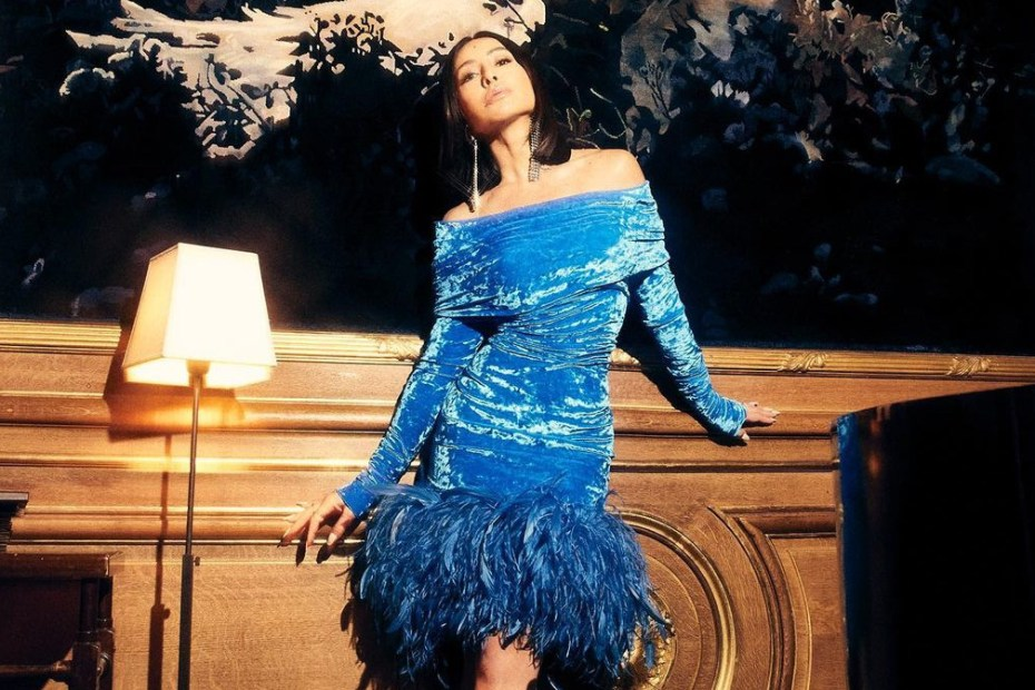 Sabrina Sato Vestido azul Glamour Topo
