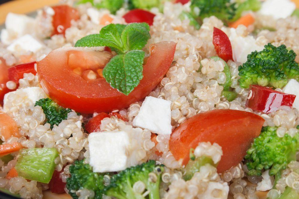 Salade santé aux légumes et quinoa