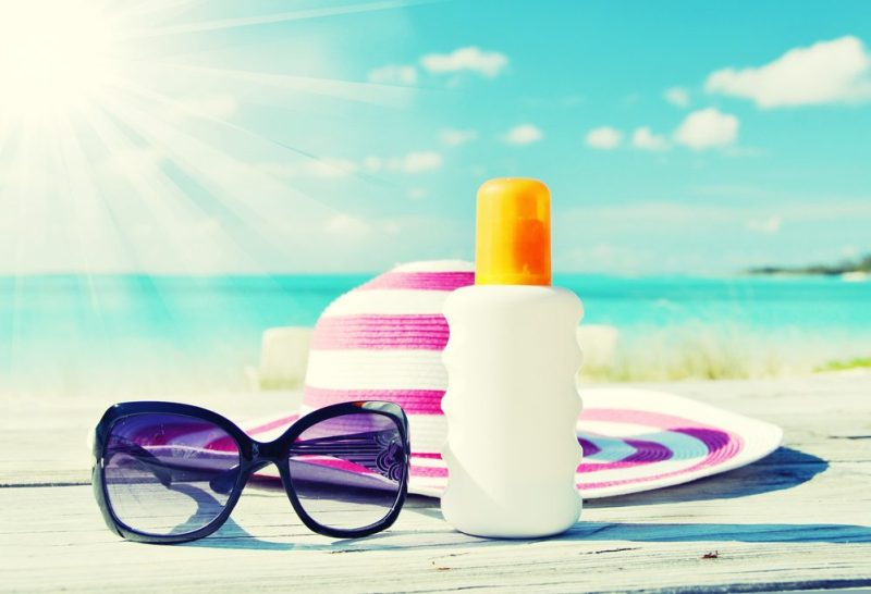 Les écrans solaires avec PABA peuvent sensibiliser aux rayons UV.