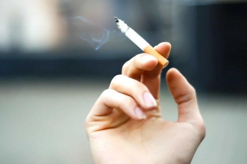 Grisonnement-cheveux-cigarette