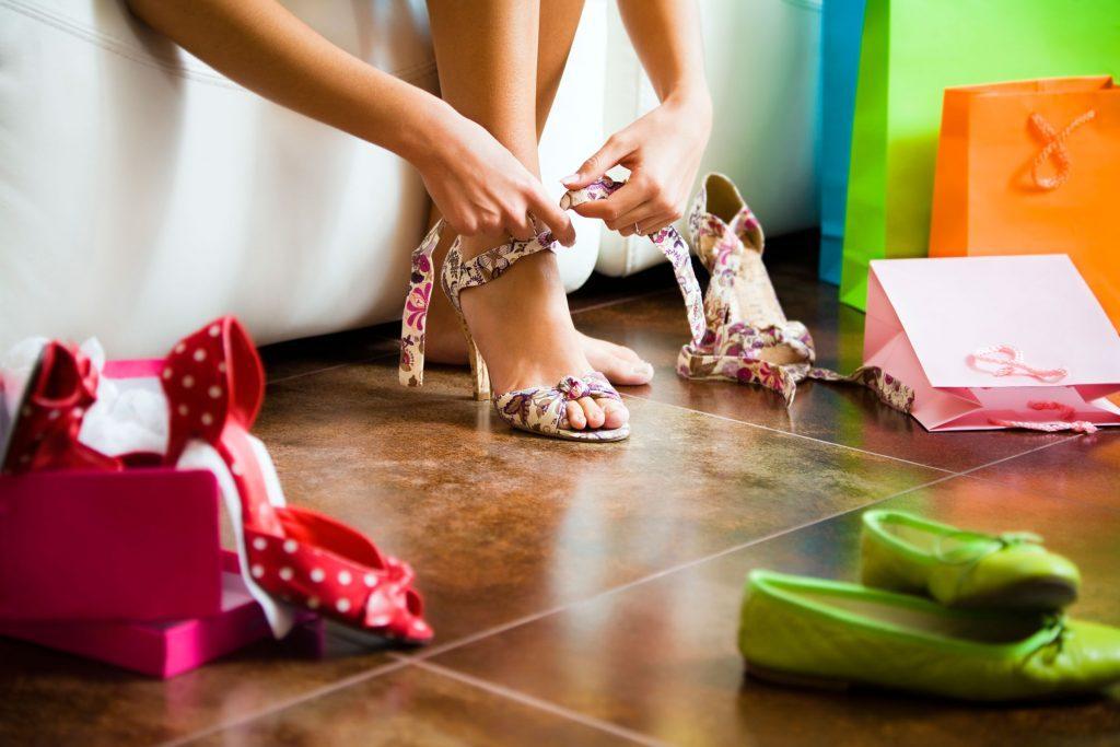 essayer des chaussures de mariage à l'avance