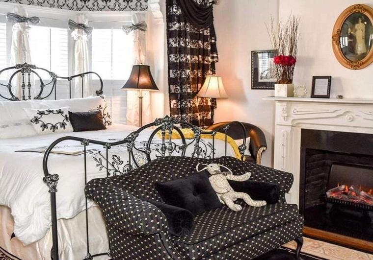 1890-Bedroom