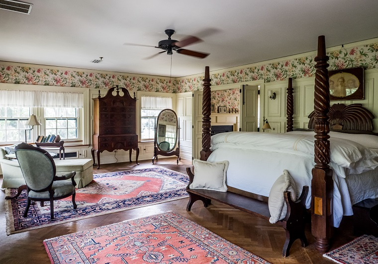 Greyfield Inn regal decor and sophisticated style bedroom