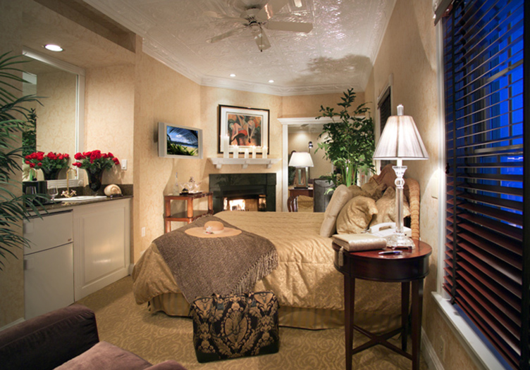 Chateau Inn Room 28