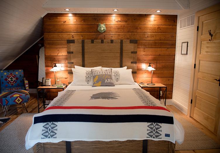 Lincoln-Way-Inn-bedroom