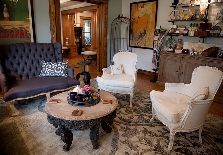 Lincoln-Way-Inn-Living-Room