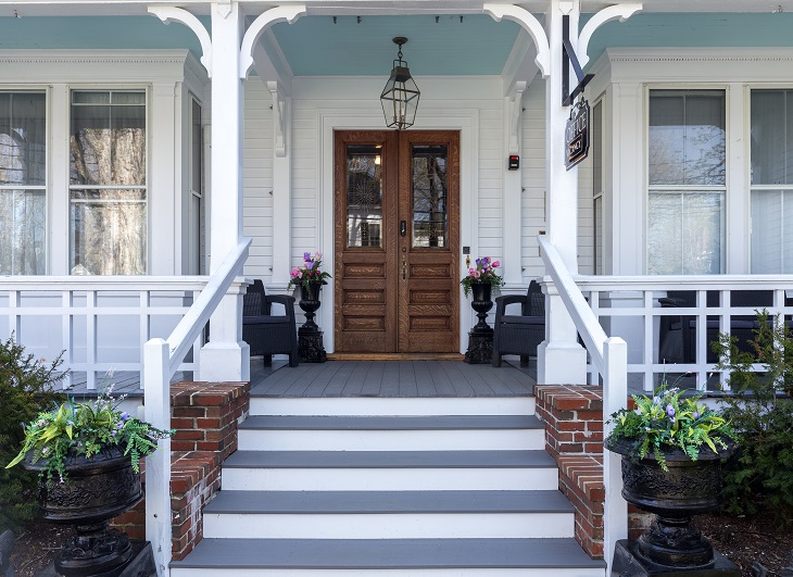 Maine_Stay_Inn_Exteriors_Front_Porch