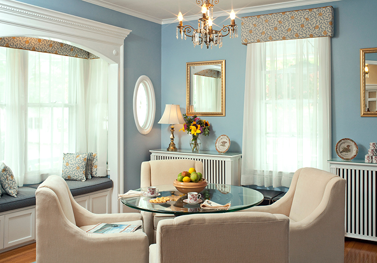 Maine_Stay_Inn_and_Cottages_parlor