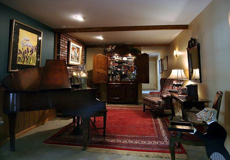bay-ledge-piano