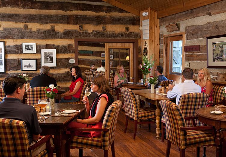 cedar-falls-dining-room
