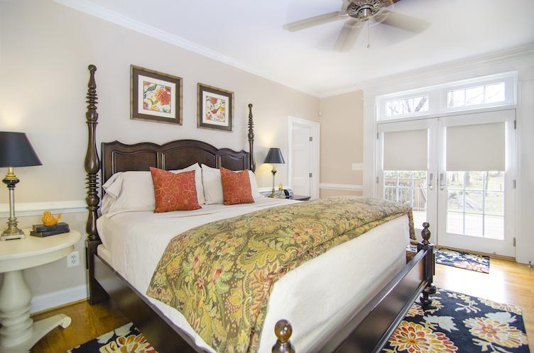 hillbrook-inn-guestroom2