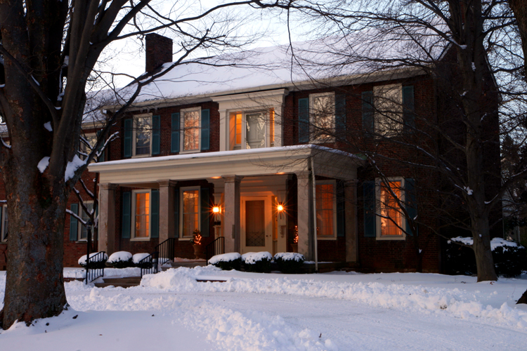 Charred Oaks Inn in the snow.jpg