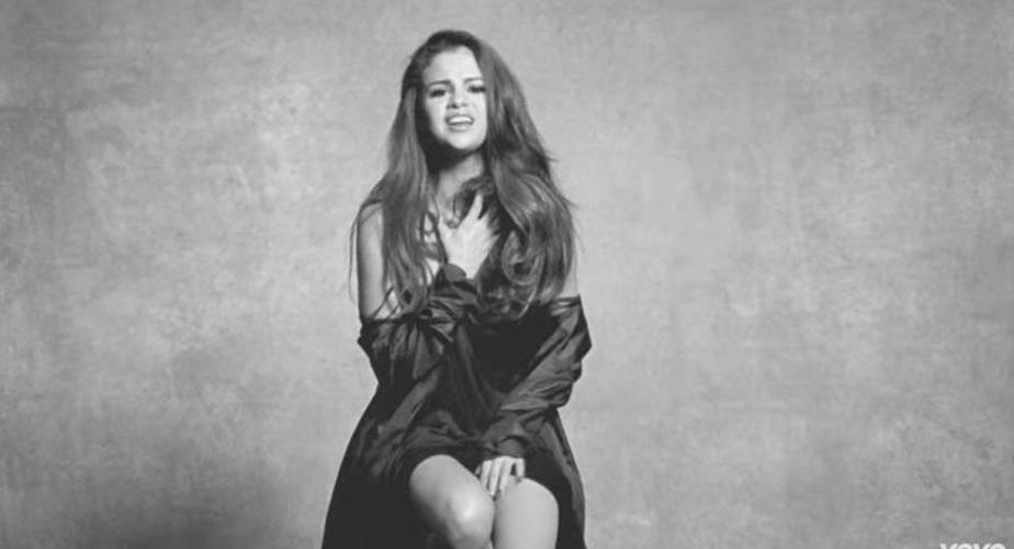 "Selena estrena videoclip de ""Kill 'Em With Kindness"""