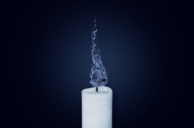 candle-1042087_640.jpg