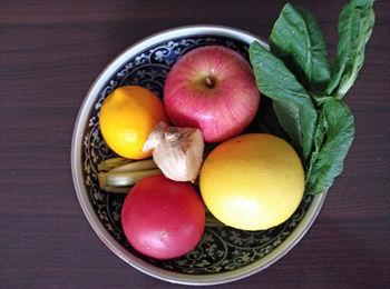 定番ドリンクにグレープフルーツやトマトを加えたドリンクの材料の例の画像