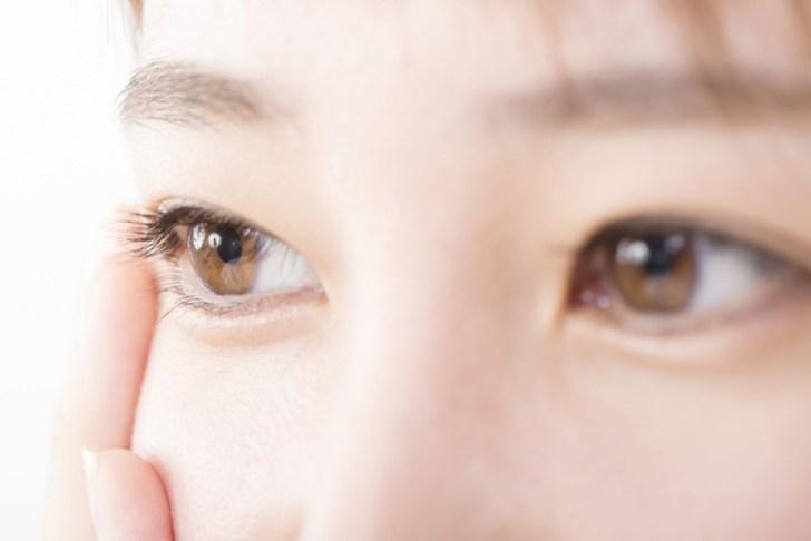 目の下のくぼみのイメージ画像