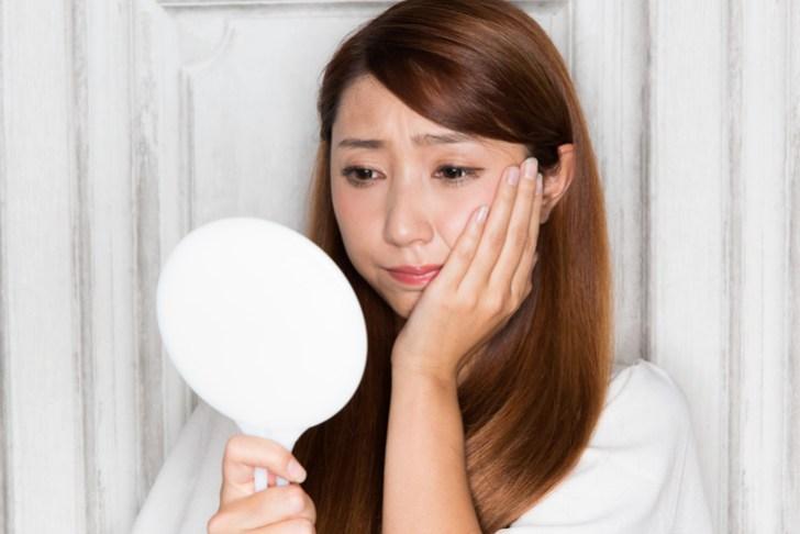 乾燥肌に悩む女性の画像
