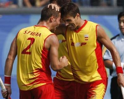 Pol Amat of Spain celebrates with team mate Santiago Freixa after scoring the winning goal during their men's pool MA hockey match against China at the Beijing 2008 Olympic Games