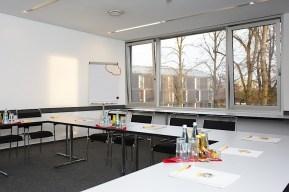 Jugendherberge Düsseldorf. Beispiel für einen Workshopraum.